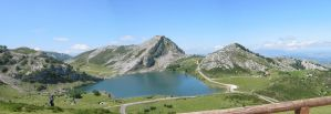 Lake of Covadonga by lujop