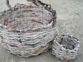 Basket made of newspaper by Tannywantan