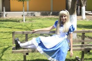 Alice :3 by vivianeee