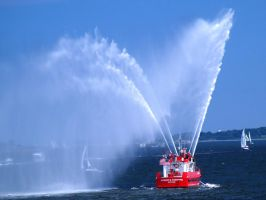 Fireboat Fountain by davincipoppalag