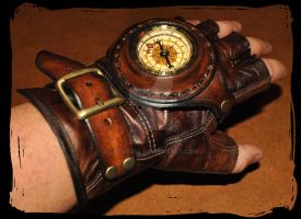 steampunk leather glove with compass by Lagueuse