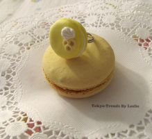 banana macaron ring by Tokyo-Trends