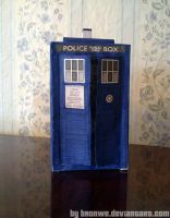New TARDIS papercraft by Bronwe