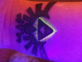 Hyrule crest tattoo under the blacklight :D by allisynVengeance
