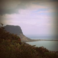 Le Morne mountain by lostknightkg