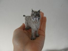 Miniature lynx sculpture by AnyaStone