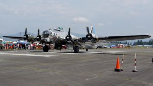 Boeing B-17G Taxi by shelbs2