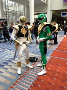 Green and White ranger at Awesome Con by DragonDuelistGirl