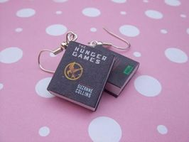 The Hunger Games book earrings by manditaaknfv