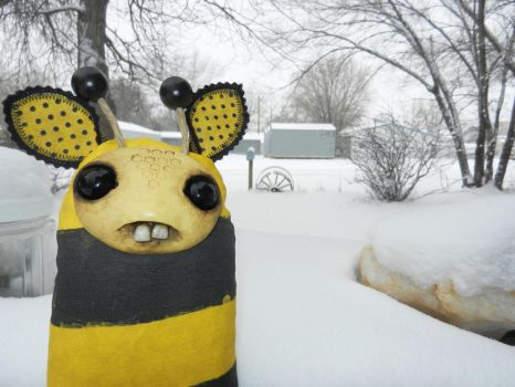 My Bumble r cold by mikaFrei