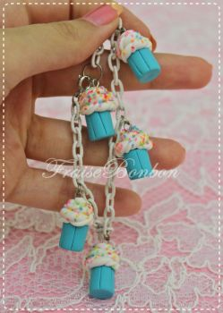 Blue mini Cupcakes with Cream n Sprinkles Bracelet by Fraise-Bonbon