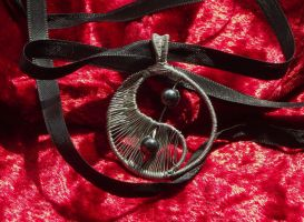 Wire wrapping pendant 11: Yin Yang by ShadeJewerly