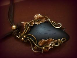 Cabochon pendant with rosewood. Created with wire by DARiyaKUTEPOVA