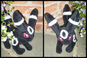 Pokemon: Umbreon Plushie by VesteNotus
