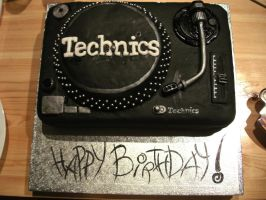 TECHNICS Turntable Cake by gertygetsgangster