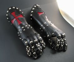 Knights Templar Gauntlets by Azmal