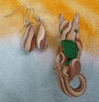 Faux Wood Kitty -jewelry set by ZutaraMushroom