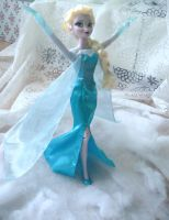 Elsa - Singing doll by andies098