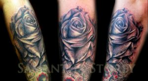 Rose Arm Tattoo by illogan