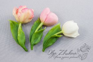 Brooch with a tulip from a cold porcelain by polyflowers