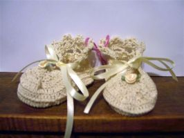 Antique style baby booties by Momtat31