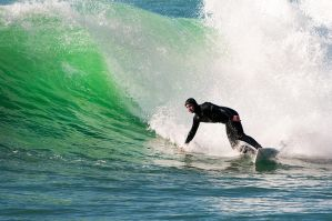 California, the surfer and the wave by alierturk