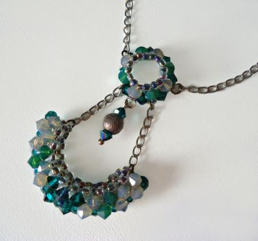 green necklace by theIlseWitch