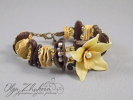 bracelet with vanilla by polyflowers