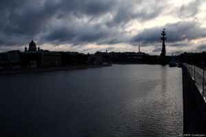 Moscow river - early morning by Zumiyato