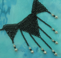 Black chainmaille triangles necklace by Nanahuatli