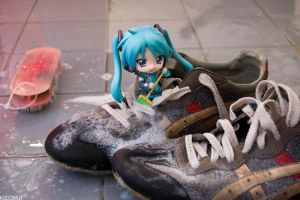Cleaning shoes by Kodomut