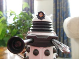 White Supreme Dalek by rlkitterman