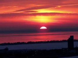 Sun rise over Lake Superior... by Nipntuck3