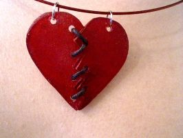 fixed broke heart necklace by pnuewave