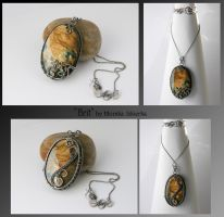 Brit- wire wrapped 2side pendant by mea00