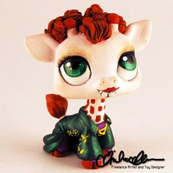 Winifred from Hocus Pocus custom LPS by thatg33kgirl