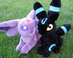 Shiny Umbreon and Espeon poseable plush by angelberries