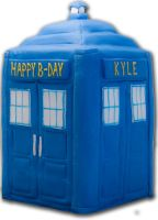 TARDIS cake by greensprout