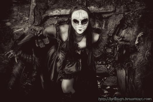 Queen Of The Undead by hellsign